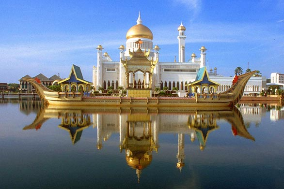 Free Wallpapers: Mosque In Water