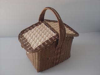 古木明美 編んだり組んだりエコクラフトのバッグとかご P4ふたつきバスケット
