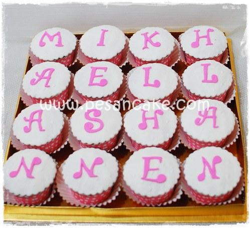 Cupcake set orderan online dari mba yenny , request cupcake set dgn ...