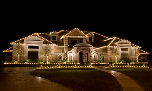 Outside wall lights decorating with alfresco christmas lights - Christmas house lights ideas ...