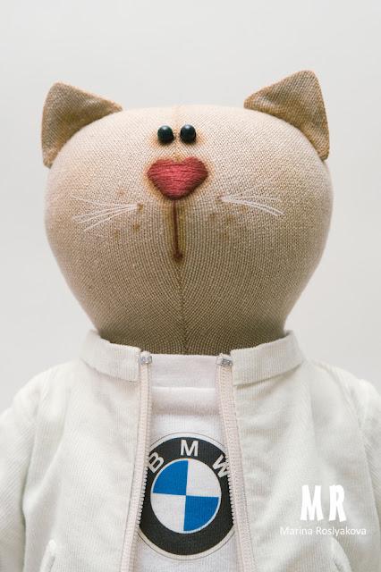 Автомобильный талисман. BMW. Игрушки ручной работы. Марина Рослякова. Автомобильный кот. Игрушка с сердечком. Marina Roslyakova. Hand made toys