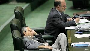 خیلی دوست دارم بدونم نمایندگان مجلس شبها چیکار می کنند که روز تو مجلس می خوابن؟