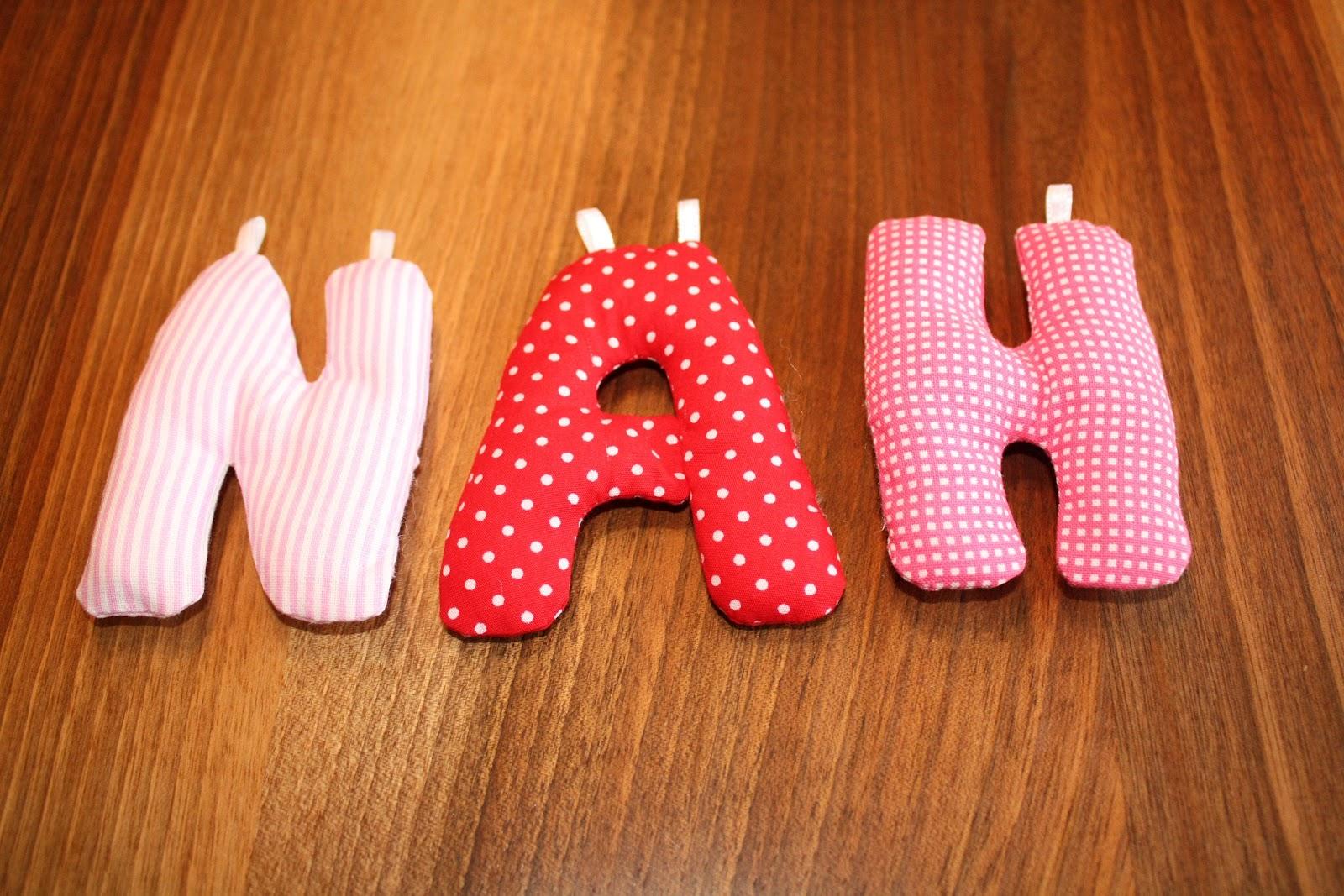 Hereinspaziert bei kabueki: Stoffbuchstaben zum Aufhängen