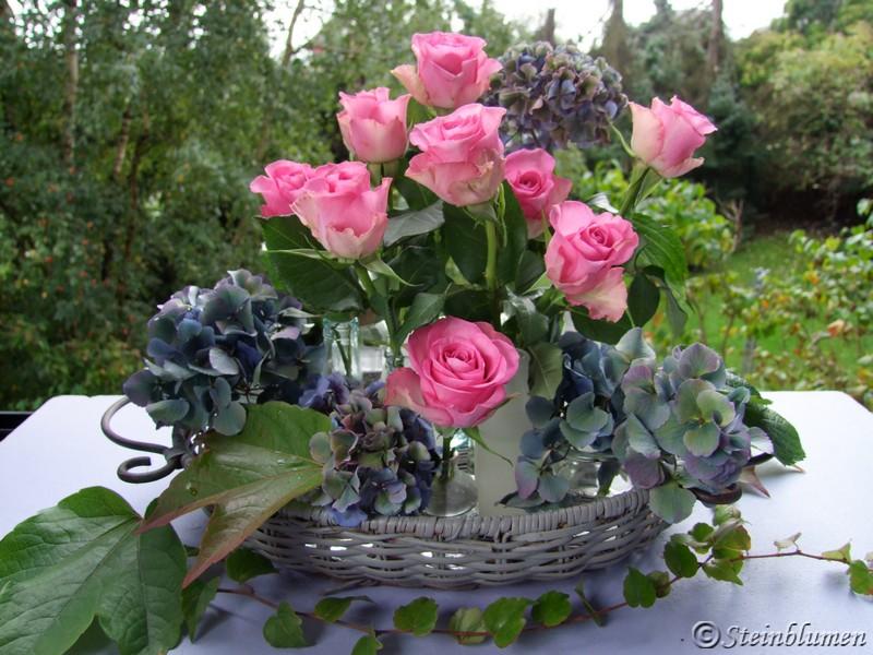 Rosen und Hortensien Tischdeko