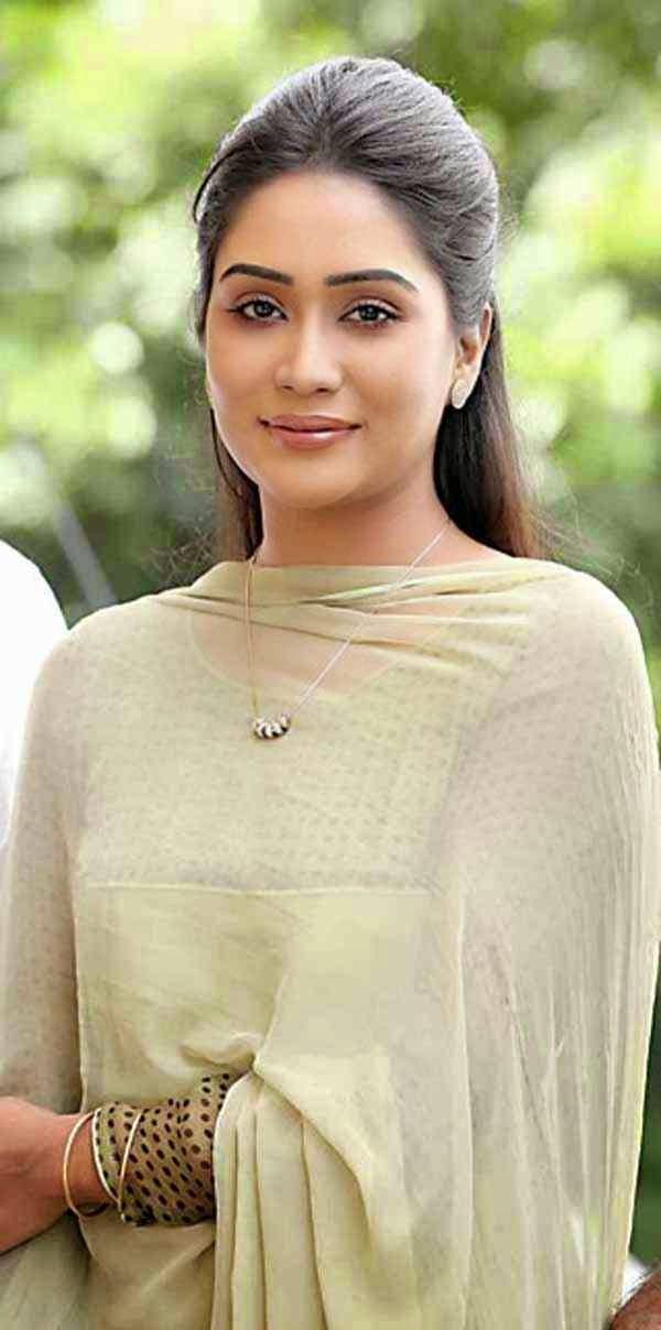 Bangladeshi Lux Supe Star Zakia Bari Momo