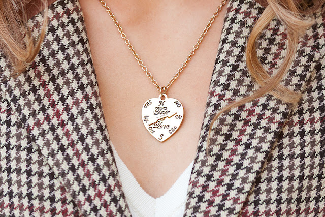 Savvy+Spice+fashion+blog%252C+gold+heart+necklace+F21%252C+plaid+H%2526M+blazer%252C+wavy+hair%252C+white+F21+sweater