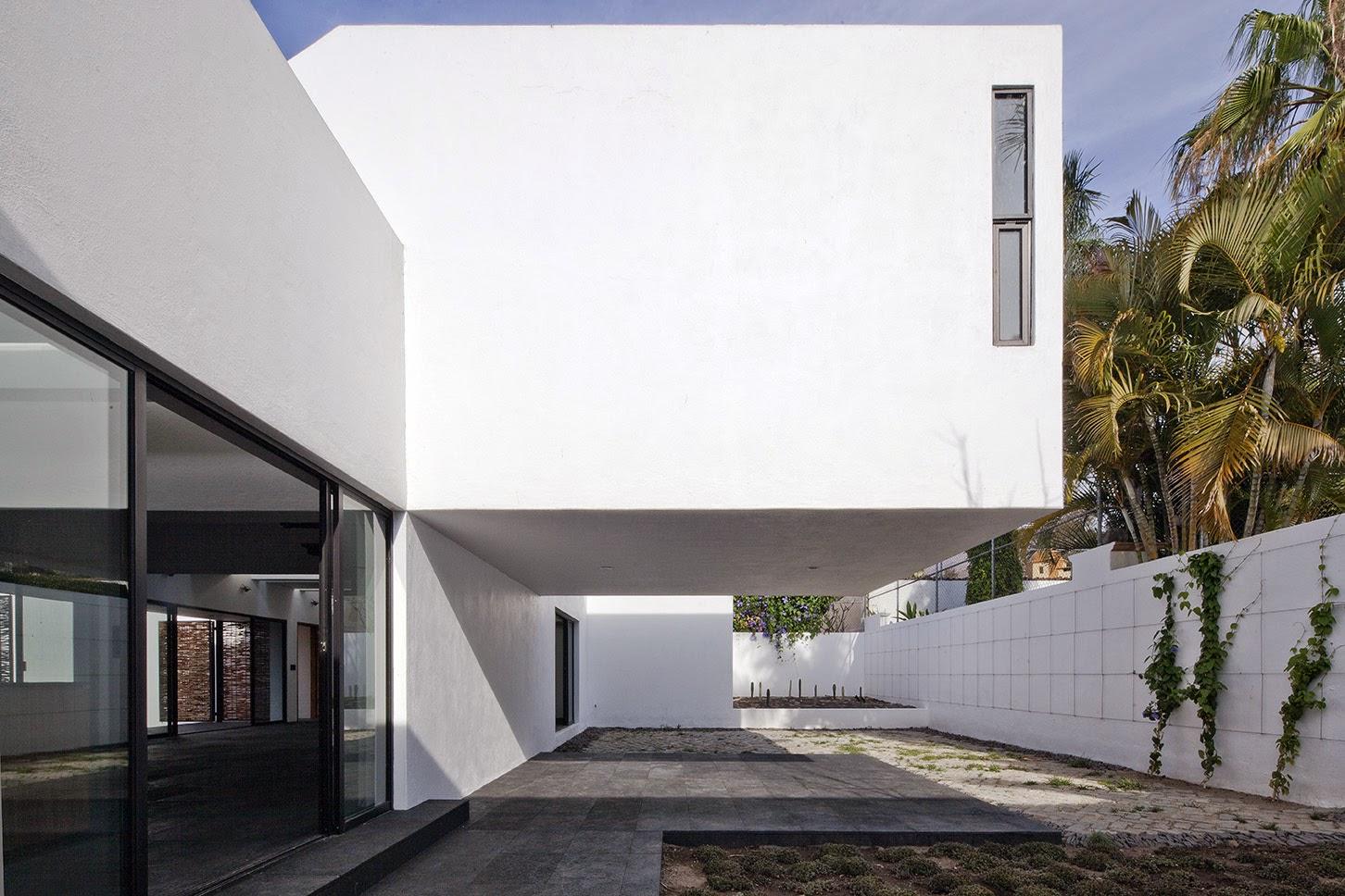 Rumah dengan Perpaduan Lokalitas dan Modernitas 13