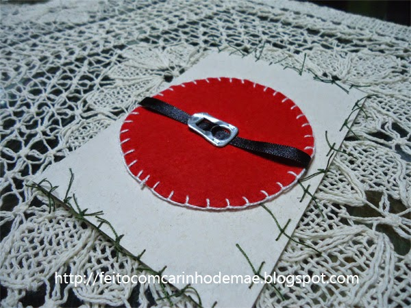 Cartão de natal artesanal com material reciclado