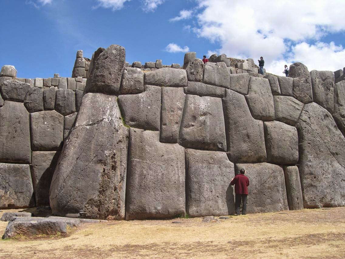 Knorr architecture alien at sacsayhuaman