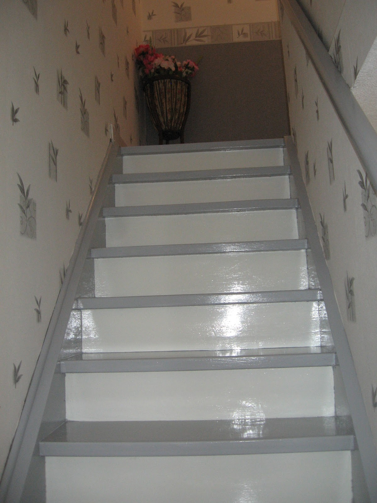 Cathy carteries les travaux sont finis for Photo escalier peint blanc gris