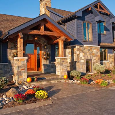 Fachada de casa moderna de campo con pórtico