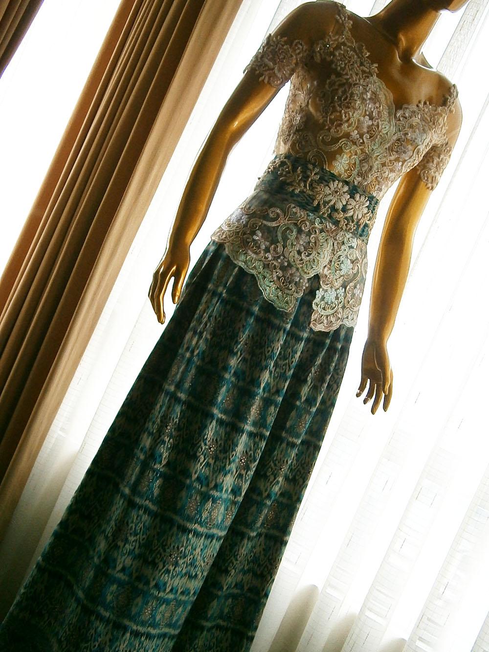 Model Kebaya Pesta Modern