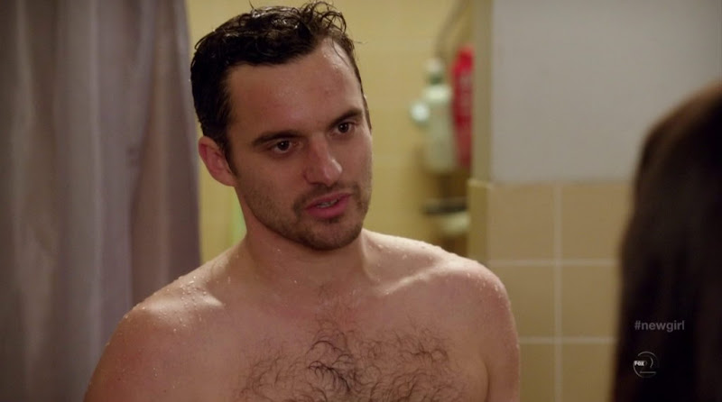 Jake Johnson Shirtless in New Girl s1e23