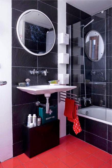 Petz Scholtus gibt leichten Selbermachen-Tipp fürs Badezimmer: Kunststoffbehälter an eine Wandpanele schrauben oder kleben