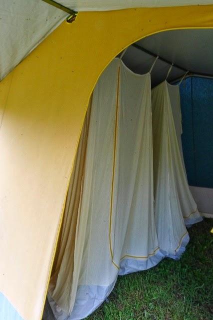 La biff jimmy grande tente familiale tat neuf for Tente deux chambres
