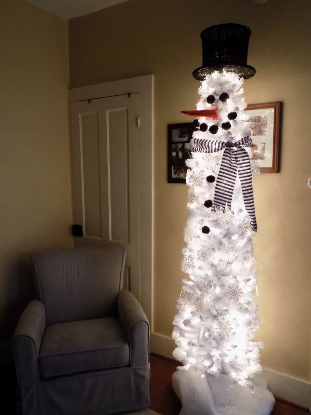 its so easy create the same look that we did with our snowman christmas tree pictured above with a white christmas tree