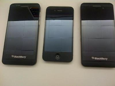 Se ha filtrado una nueva imagen, esta vez se trata del Blackberry Z10 con su muy clara etiqueta de 'Verizon' (parte superior izquierda). La imagen fue publicada por alguien que estaba probando Verizon y AT&T variantes del BlackBerry Z10, asi que si esto es cierto, por lógica, el L-Series de la derecha es de AT&T. El probador también dio su opinión sobre el Z10, dijo que había una gran calidad de construcción, una gran pantalla, un navegador web rápido (el más rápido navegador de escritorio) que soporta flash y que el tiempo de arranque es inferior a un minuto; el