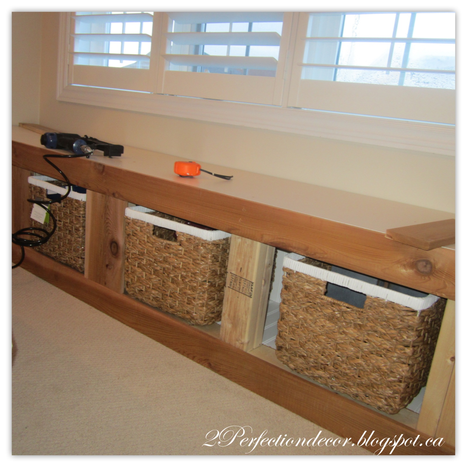 2perfection decor window seat with storage reveal - Ways of accessorizing love seats ...