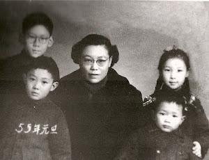 1955年1月,哥哥为父母的复婚四处奔走。