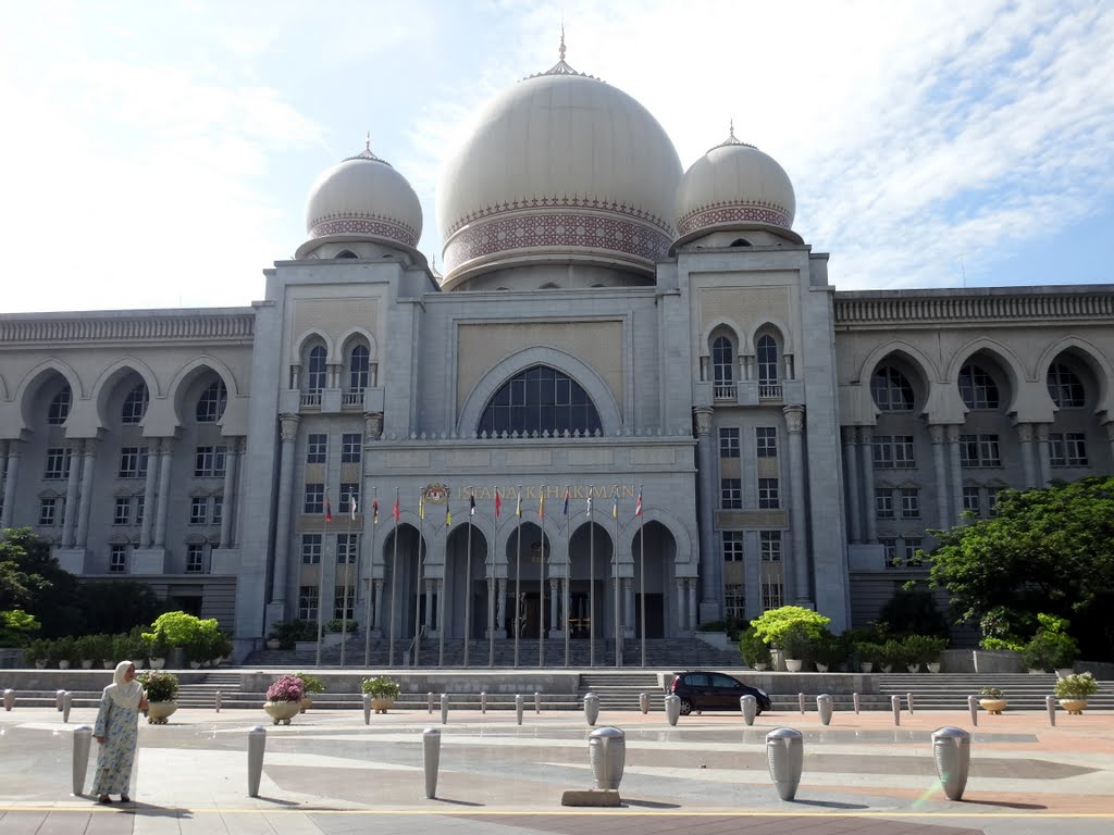 courts in malaysia The federal court is the highest court in malaysia the federal court may hear appeals of civil decisions of the court of appeal where the federal court grants leave to do so.