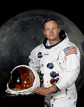 NEIL ARMSTRONG - ASTRONAUNT  (1930-2012)