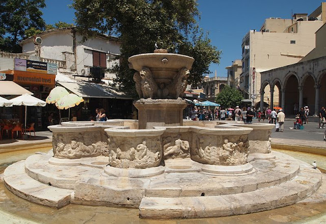 Morosini Fountain with lions - Heraklion, Crete |Travel Greece Guide