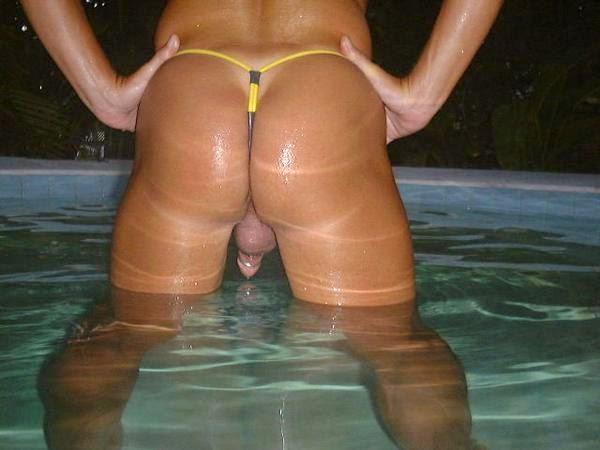 Culo en la piscina