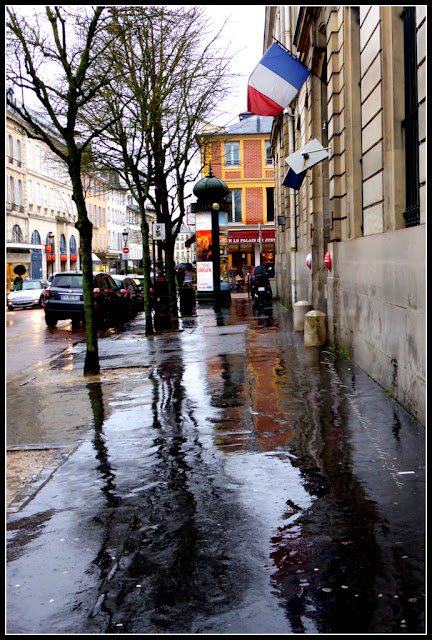 Pluie à Versailles Place André Mignot