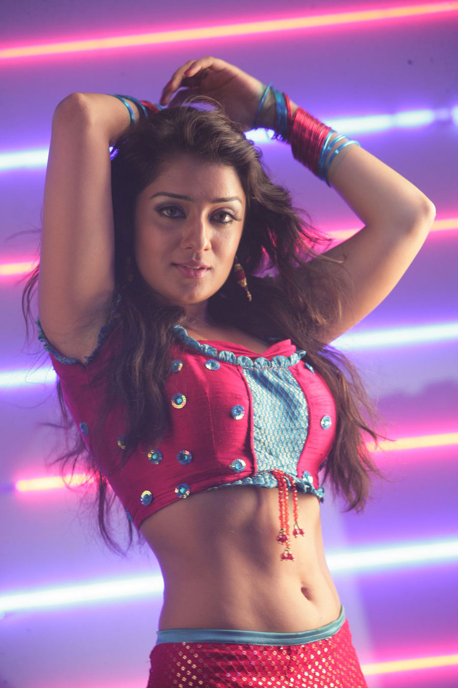 nikitha from daddy cool item song