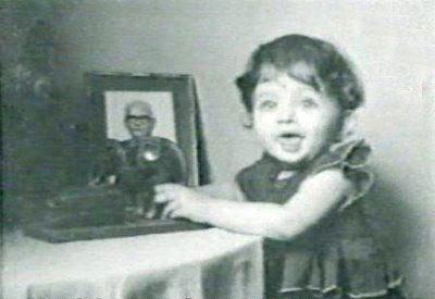 aishwarya rai childhood photos standing near table