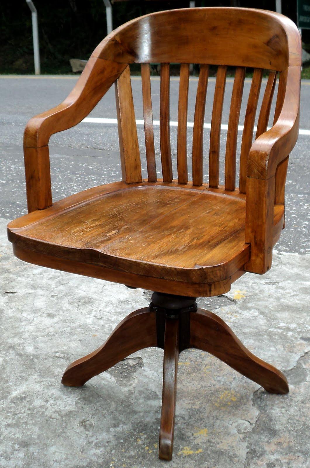 Cadeira antiga estilo xerife de peroba do campo maciça. Giratória e  #713711 1061x1600