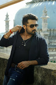 Suriya Rocking Stills from Anjaan Tamil movie-thumbnail-5