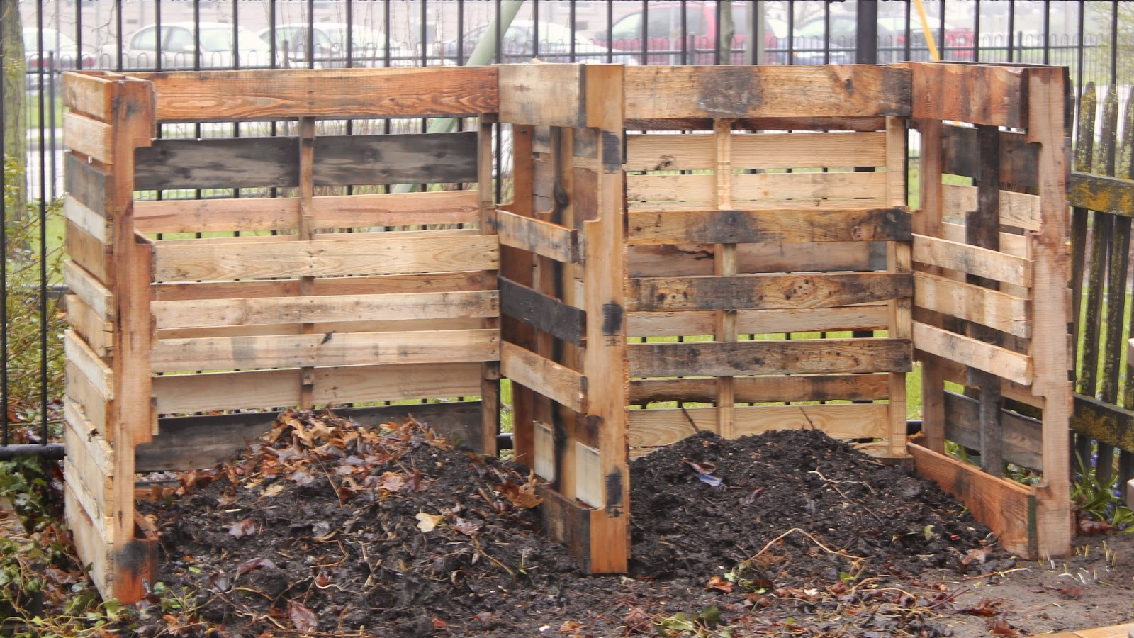 Backyard Mulch Jump : Jumping on the Pallet Craze with a Composting System  New House New