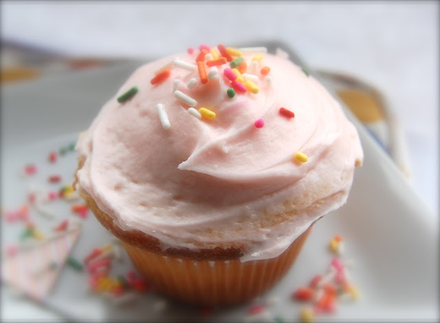 GRAPEFRUIT AND GOLD: old fashioned cupcakes