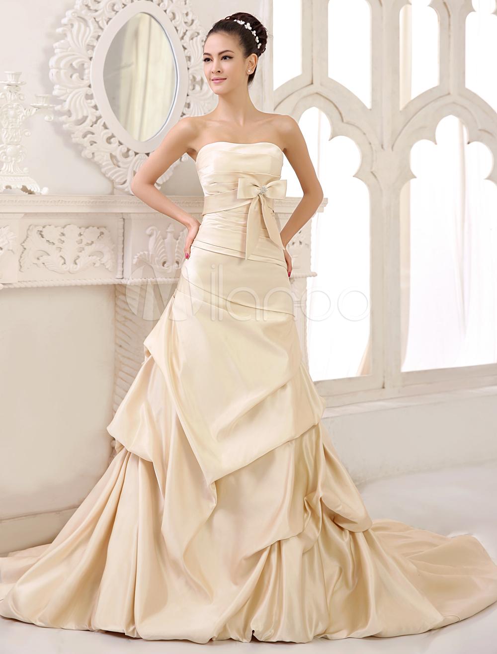 Robe de mariée en satin avec dentelle