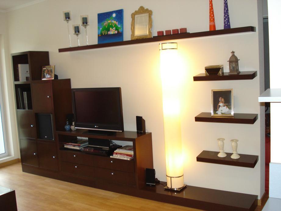 De viaje sugerencias para decorar un departamento peque o - Muebles con estantes ...