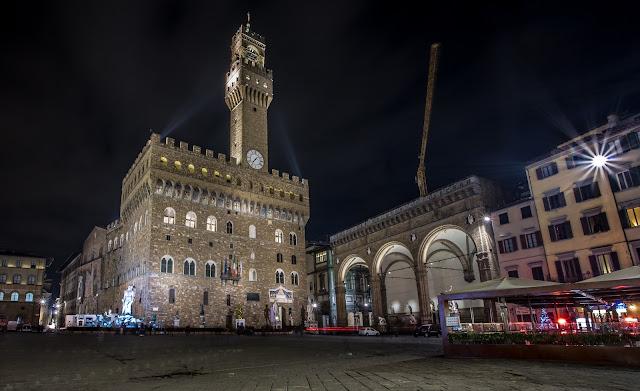 Piazza de la Signoria, Palazzo Vecchio y Loggia dei Lanzi :: Canon EOS5D MkIII | ISO100 | Canon 17-40@17mm | f/16 | 30s (tripod)