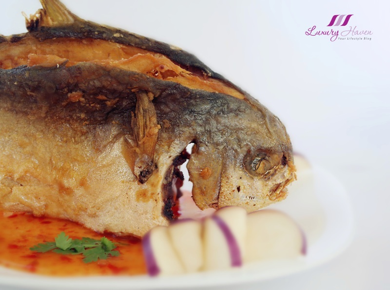 thai style deep fried golden pomfret recipe