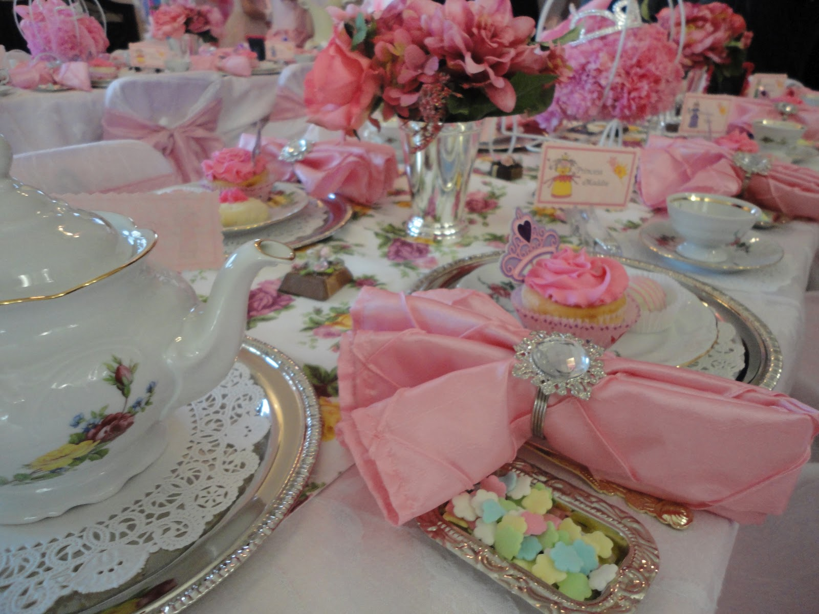 Tea party table settings viewing gallery - Table setting for a party ...