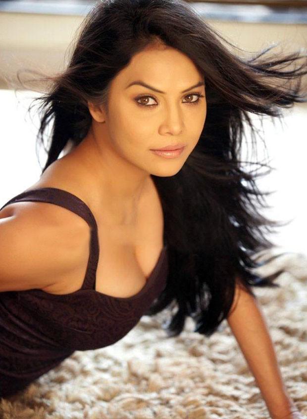 Nikitha Rawal Hot Cleavage Photos