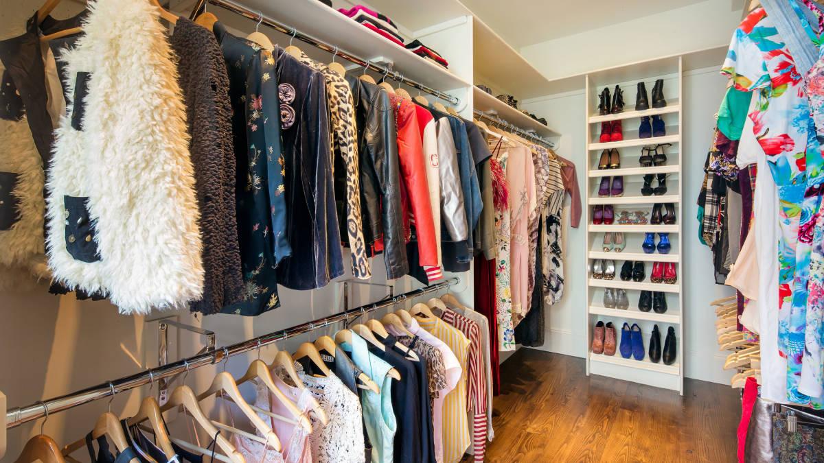 http://www.harpersbazaar.com/culture/interiors-entertaining/sarah-jessica-parker-home-sale