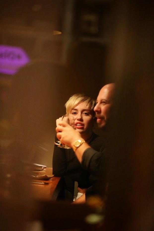 Miley Cyrus meets fans in Rio