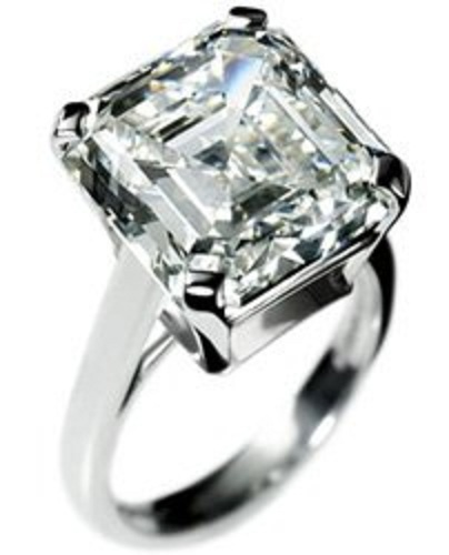 asscher cut diamond engagement ring by de beers which has a attractive look but costs a little above half a million dollars these asscher cut diamond rings - Million Dollar Wedding Rings