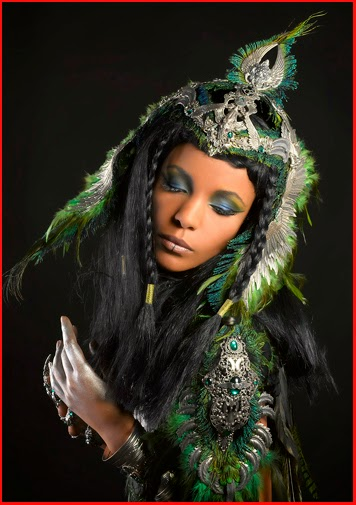 Photos Alain Naim Photographie / Amonseuldesir.net Bijoux A Mon Seul Désir / Déesse Femme Oiseau Egypte Coiffe ailée Casque Ailes Plumes mythologie égyptienne Egypt Goddess Mythology Bird Woman Lady Feathers Wings Winged Helmet Crown