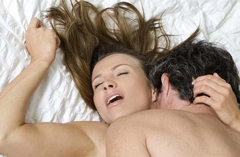 """Làm """"chuyện ấy"""" mấy phút là thỏa mãn nàng nhất"""