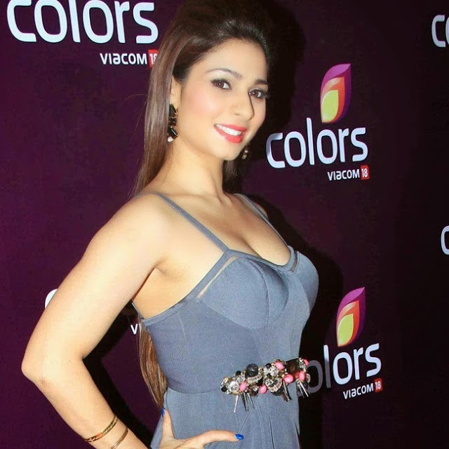 Tanisha Mukherjee Stills At Colors Leadership Awards 2015