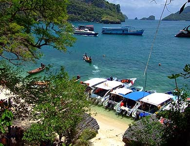 Angthong Marine Park by speed boat by Grand Sea