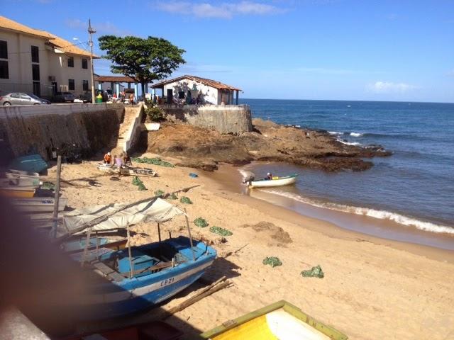 Muito lixo na praia de Santana