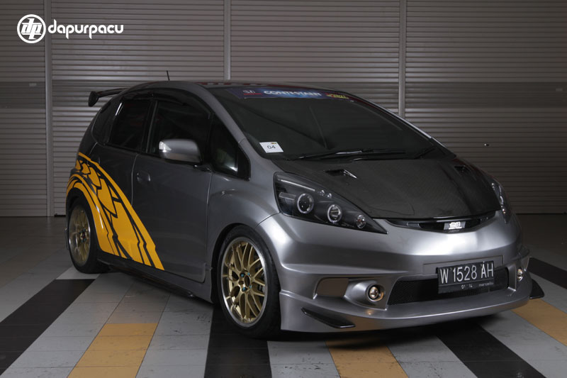 GAMBAR MODIFIKASI HONDA JAZZ title=