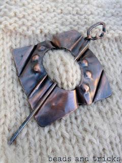 Spilla da scialle in rame e foldforming